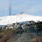etna - panorama con castiglione ed eruzione