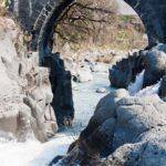 fiume alcantara - ponte arabo di san nicola a castiglione