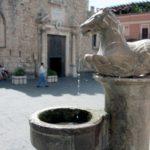 taormina - particolare fontana piazza duomo